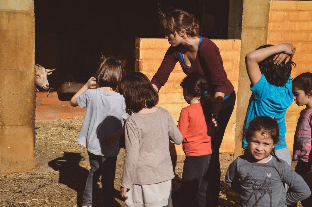 Nens escola a la granja